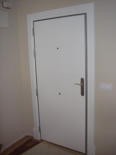 Lacado de puertas profesional for Puerta blindada blanca
